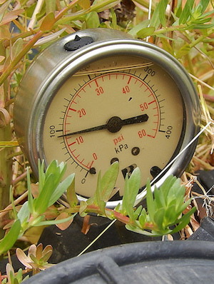 Pressure Gauge (CC BY-SA 2.0) by Michael Cohglan